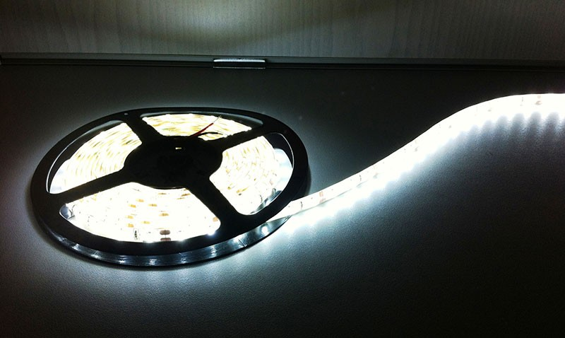 Deltech LST60CW 5m Roll Flexi LED Strip 12V 60LED/M 240lm/M IP65 Cool White, 4.8W per metre